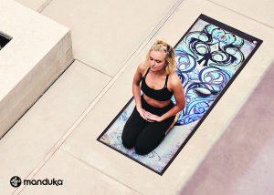 FW17 Artroom WNYT Print 300x214 - Manduka 17'秋冬新作:静と動が混じり合った斬新なデザインが印象的なコレクション