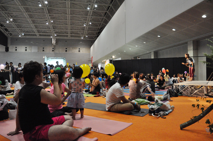 DSC 4251 - [ヨガフェスレポート]Mandukaアンバサダー岡崎 智美さんによる「親子で学ぶファミリーヨガ」