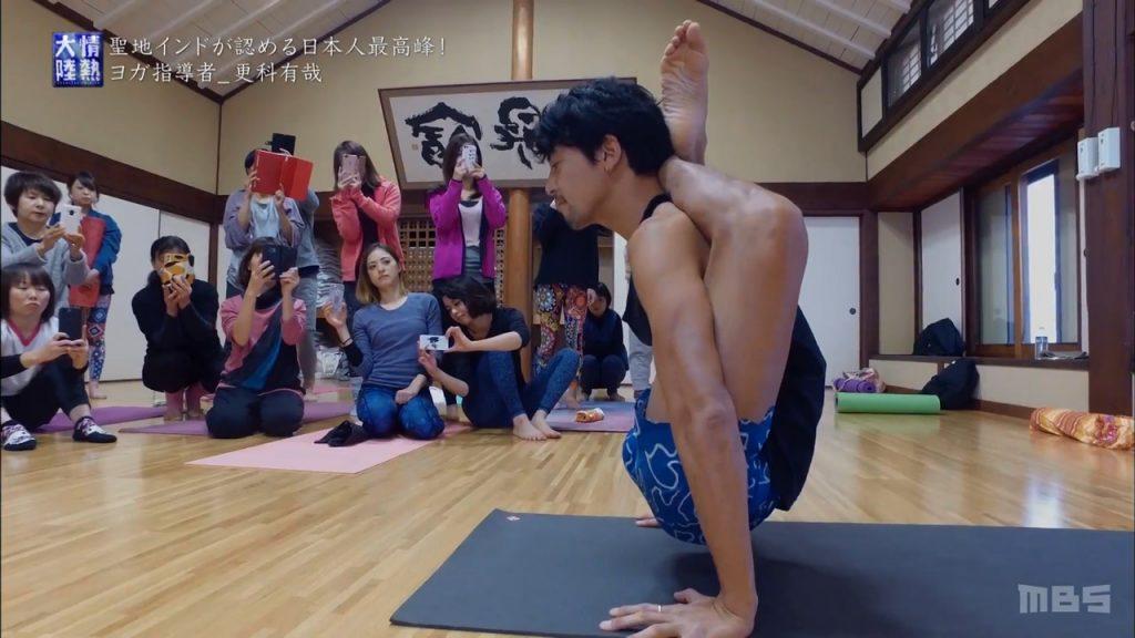 0227 1 1024x576 - TV・情熱大陸 にManduka Japan プラチナアンバサダー更科 有哉さんが愛用のブラックマットと出演しました!
